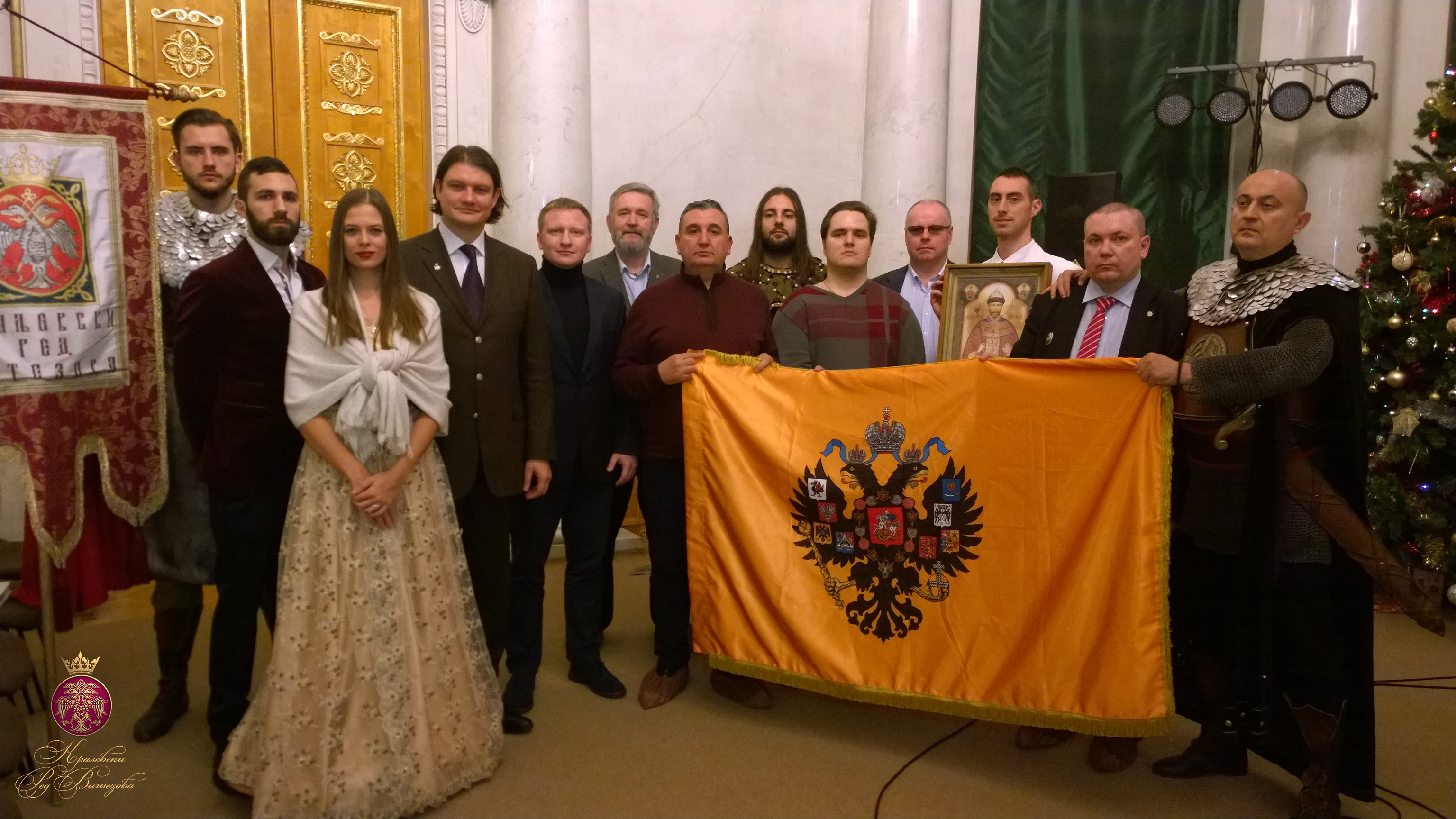 Мироточивая икона в руках принца Георгия Карагеоргиевича (Фото: Королевский Орден Витязей)